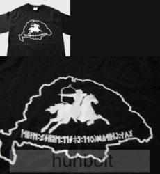 Bulcsú nyomott mintás fekete póló