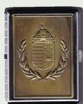 Cigarettatartó koszorús címeres sárgaréz betéttel, 20 szálas