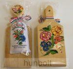 Kalocsa környéki fűszerpaprika (50gr édesnemes), festett vágódeszkával, fakanállal,