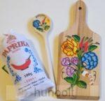 Kalocsa környéki fűszerpaprika (100gr édesnemes), festett vágódeszkával, fakanállal,