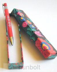 Matyó mintás toll doboz piros tollal