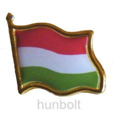 Arany szélű patentos zászló jelvény  20x20 mm