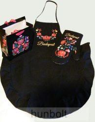 Fekete színű hímzett matyó kötény és edényfogó kesztyű, matyó dísztasakkal