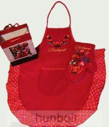 Piros színű hímzett matyó kötény és edényfogó kesztyű, ajándéktasakkal