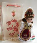 Díszbaba, Magyar népmesék címerrel ajándéktasakkal