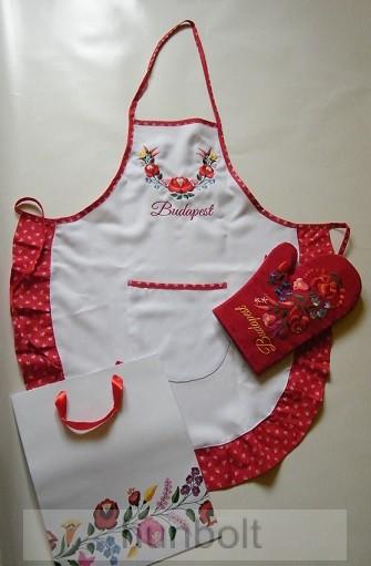 4c7ff43cc5 Hímzett kalocsai fehér kötény és piros edényfogó kesztyű ajándéktasakban