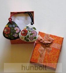 Kalocsai, csepp alakú porcelán nyaklánc, díszdobozzal
