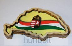 Magyarország alakú fa hűtőmágnes - zászlós, címeres
