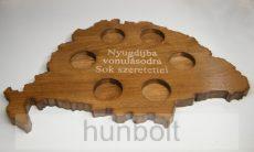 Feliratos (egyedi felirattal) ital vagy pálinka kínáló faragott Nagy-Magyarország (dió színben), pohárral vagy pohár nélkül
