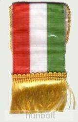 4 szögletű magyar nemzeti színű zsinóros zászló