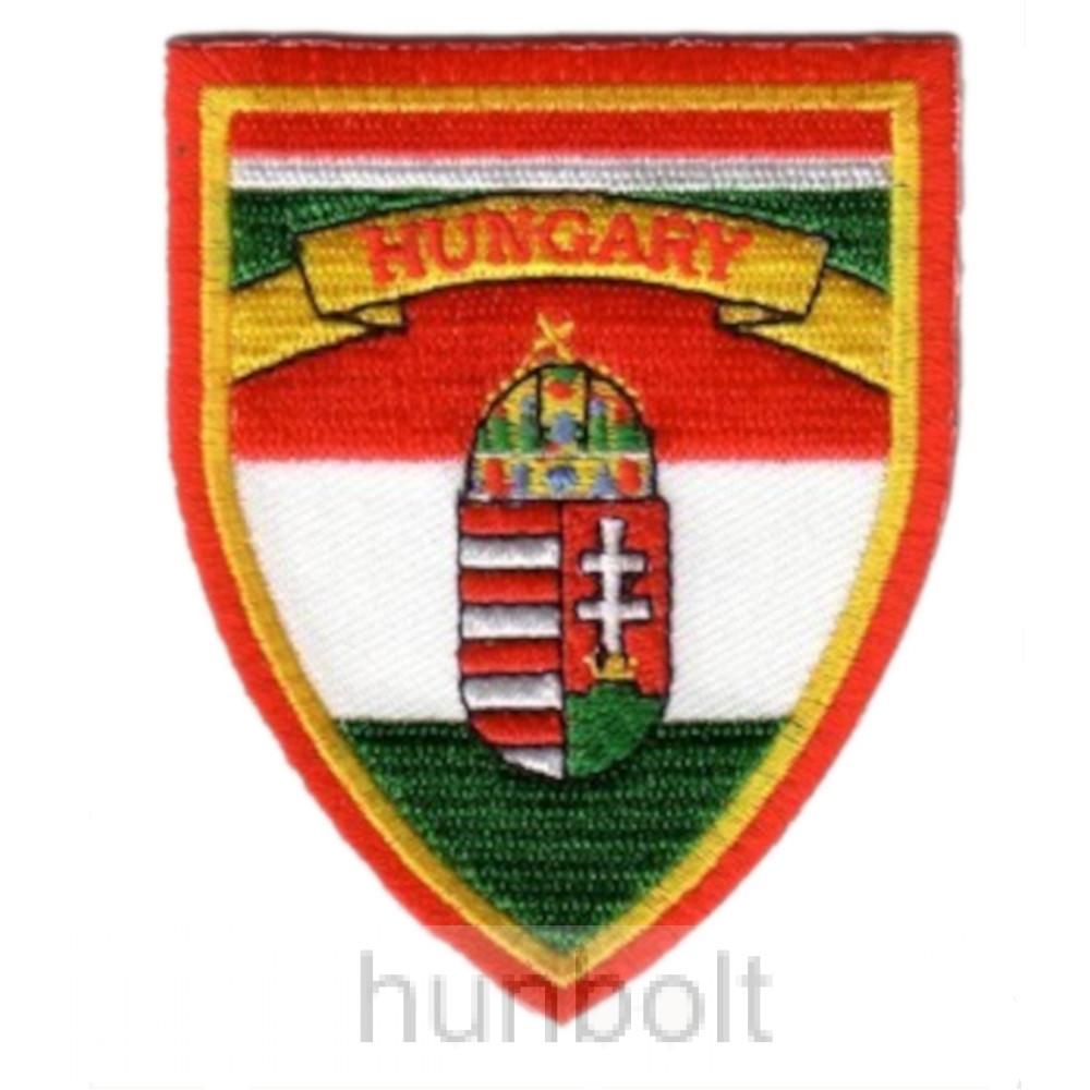 Felvasalható hímzett piros-fehér-zöld pajzs matrica Hungary felirattal (6X7,5 cm)