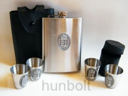 Műbőr tokos flaska (240 ml) és kupica (0,2 dl/db) készlet ón Kossuth címer matricával
