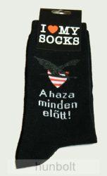 Fekete zokni A haza minden előtt felirattal