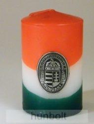 Nemzeti színű henger gyertya 10cm, ón koszorús címerrel (3,2x4 cm)
