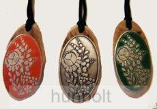 Kalocsai mintás, ovális fa nyaklánc - nagy - ón piros  ón matricával