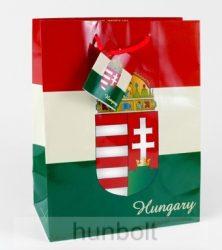 Magyar címeres piros-fehér-zöld dísztasak 32,5x26 cm, ajándék tasak