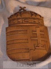Faragott magyar címer, mahagóni színben  14x25 cm