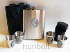 Műbőr tokos flaska (240 ml) és kupica (0,2 dl/db) készlet ón címer matricával