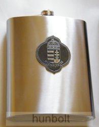 Vállra akasztható 1500 ml flaska ón csúcsos címerrel