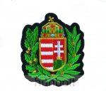 Felvarrható címer koszorúval matrica 9 x8 cm