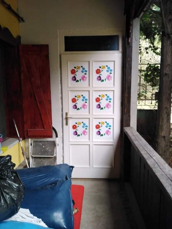 kalocsai matrica díszítés ajtóra