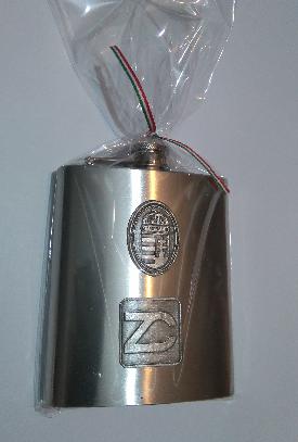 Egyedi óncimkével, logóval ellátott flaska
